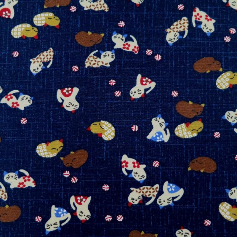 Tissu japonais bleu nuit motif petits chats colorés