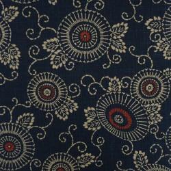 Tissu japonais bleu nuit motif fleurs et arabesques