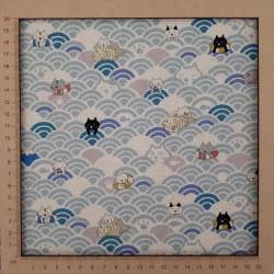 tissu japonais moderne en coton lin avec chats rigolos et vagues seigaiha bleu clair