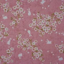 Tissu japonais lapins et fleurs de cerisier sur fond rose