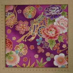 Tissu japonais fleurs traditionnelles sur fond rose prune