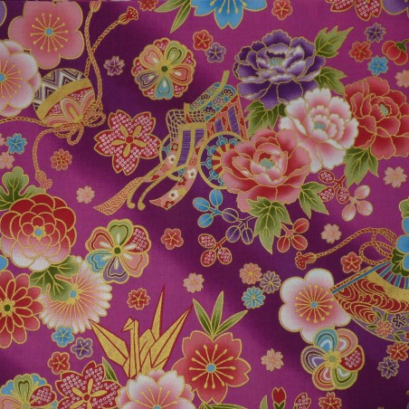 Tissu japonais rose prune à motifs de fleurs traditionnelles