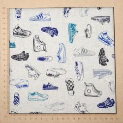 Tissu baskets sneakers sur fond naturel en coton-lin