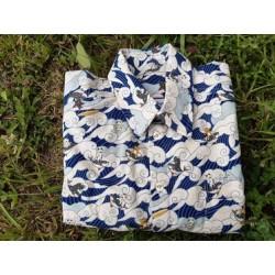 Chemise à motifs de chats surfant sur la vague en tissu japonais