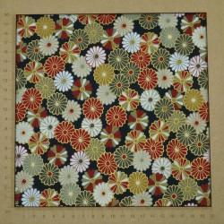 Tissu import Japon à motifs de chrysanthèmes traditionnels sur fond noir