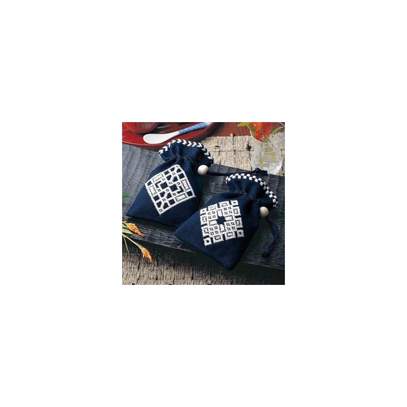Kit broderie kogin petites pochettes bleu nuit et blanc