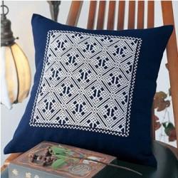 exemple de coussin brodé avec la toile indigo pour broderie kogin