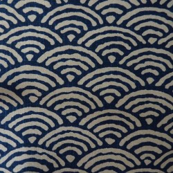 Tissu japonais grandes vagues seigaiha bleu indigo