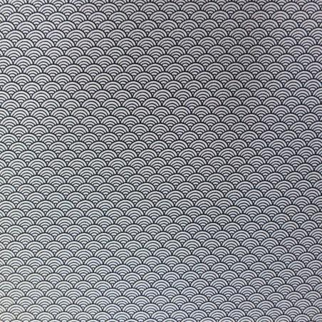 Tissu chirimen blanc motifs de vagues seigaiha en noir