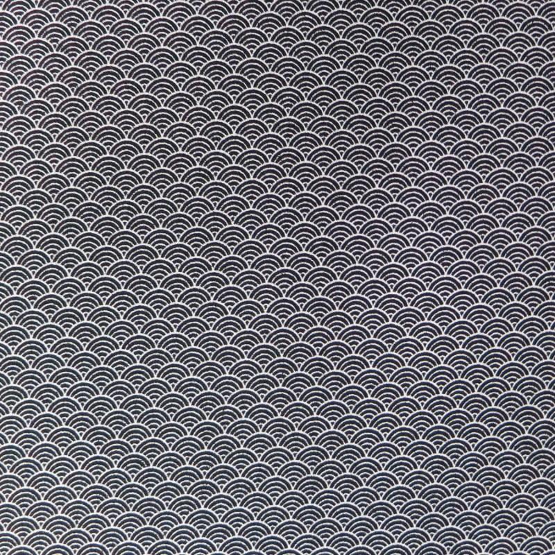 Tissu chirimen noir motifs de vagues seigaiha en blanc