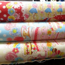 Tissu lolita bleu pois blancs et pâtisseries