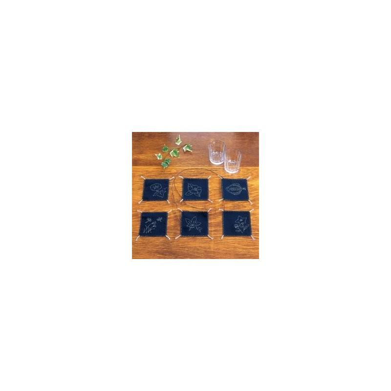 Kit sashiko 6 dessous de verres carrés fond bleu nuit