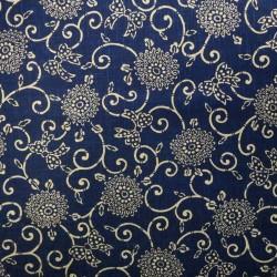 Tissu japonais bleu nuit faux uni motif fleurs arabesques et noeuds