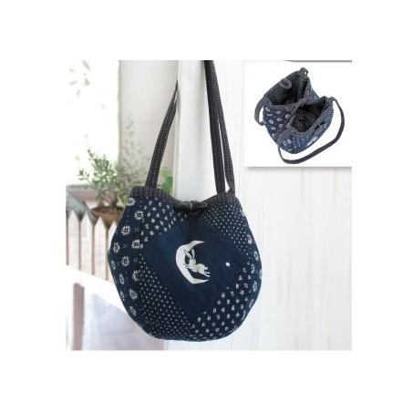 Kit sac bleu nuit porté épaule motifs lapins