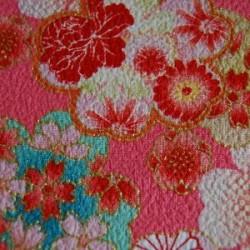 Tissu rose gaufré motifs de fleurs avec du doré