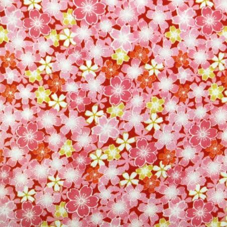 Tissu chirimen fleurs de cerisier roses et jaunes sur fond rouge foncé
