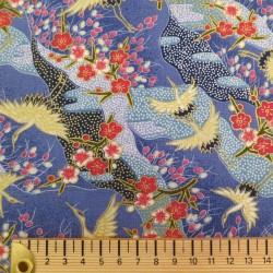 tissu japonais petites grues sur fond bleu avec fleurs fuchsia