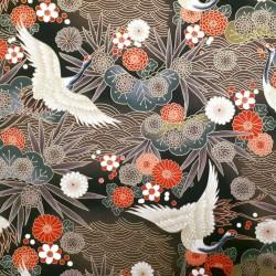 Tissu marron et noir avec grues, feuilles, fleurs