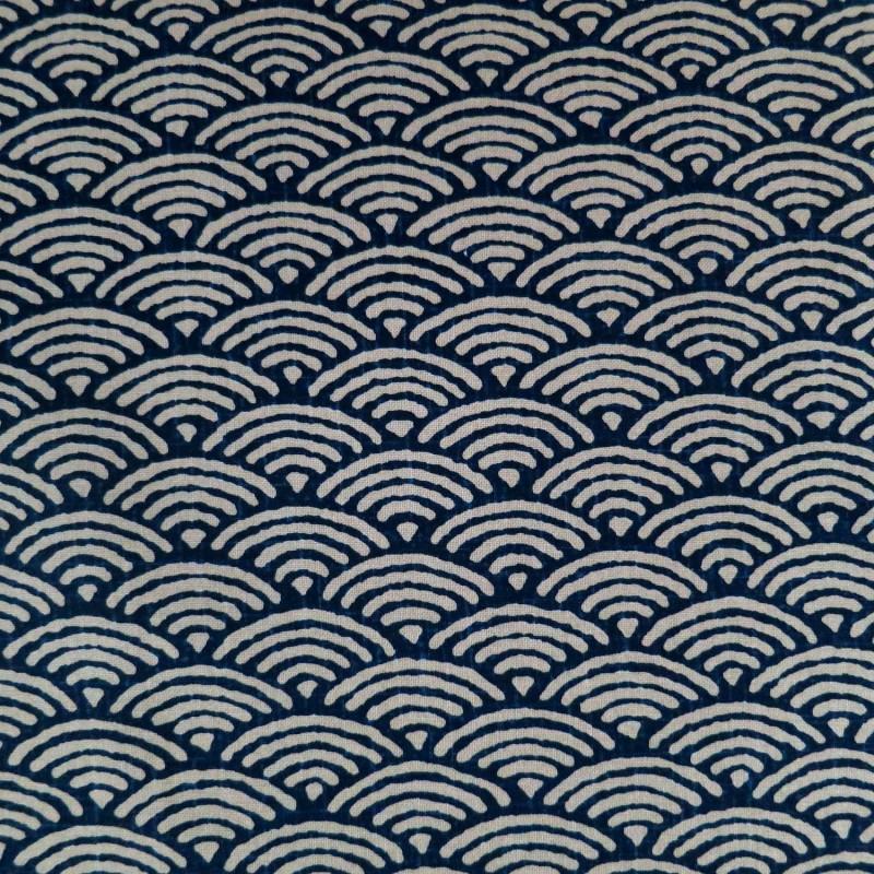 Tissu japonais moyen vagues seigaiha bleu indigo