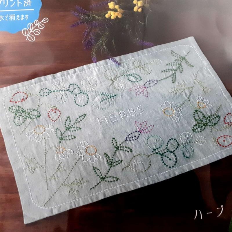 Kit sashiko 1 set de table vert pâle motifs plantes
