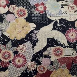 Tissu noir gaufré fleurs éventails et grues